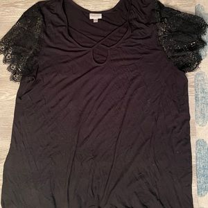 EUC Black tee with lace sleeves